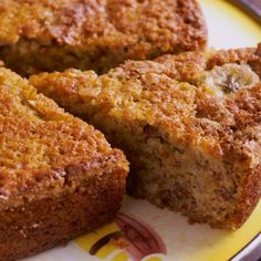 a delicious moist banana walnut cake recipe. Moist Banana Walnut cake Recipe from Grandmothers Kitchen. Lots of bananas, no yogurt. Banana Walnut Cake, Pecan Cake, Food Cakes, Cookie Recipes, Dessert Recipes, Rice Cooker Recipes, Delicious Desserts, Yummy Food, Colombian Food