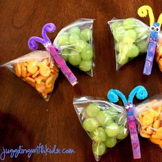 """Butterfly Snacks! Source: JugglingWithKids.com . Supplies -Clothspins -Snack size ziplock bags -Googly eyes -Pipe cleaners -Glue -Paint, glitter glue,…"""