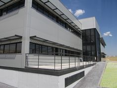 PLATTEA, S.L.: Empresa dedicada al mercado de la Promoción Inmobiliaria Nacional. Edificio de oficinas de 2.500 m2 en la Localidad de Colmenar Viejo, construida en el año 2005. www.tekton.es/
