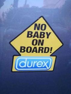 La marque de condoms Durex a mis le paquet avec cet autocollant qui reprend la forme et les couleurs... - Photo Pinterest