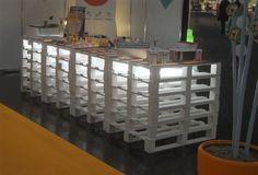 mini bar de palets http://www.ilovepalets.com/ideas-de-mesas-de-bar-para-el-interior-o-exterior-de-la-casa/#
