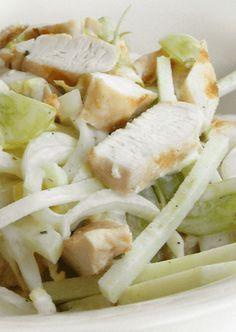 Houd je niet zo van witlof? Dan ken je deze salade nog niet! Weer eens wat anders dan een gewone salade: witlofsalade met gerookte kip en peer.