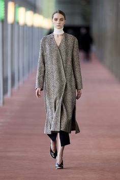 1. Wrapover coat in herringbone wool tweed, neck warmer, tube and tube skirt in extrafine wool, earring in brass, wedge sandals in calf leather #lemaire