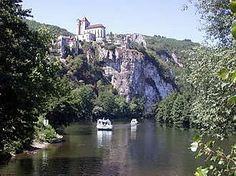 Located at the centre of the Lot, less than 25 km to the east of Cahors. In the surrounding area, visit the valley of the river Célé towards Cabrerets and Marcilhac. To the west, discover the charms of Cahors and its historic Valentré bridge.