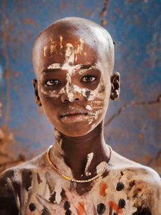 'A young boy of Karo Tribe' ~ Phoot by Steve McCurry (Omo Valley, Ethiopia) We Are The World, People Around The World, Steve Mccurry Photos, World Press Photo, Tribal Face, Afghan Girl, Arte Tribal, African Tribes, African Beauty