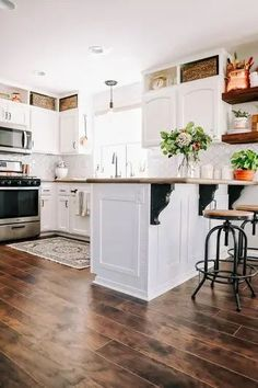 laminate flooring in white farmhouse kitchen | FIddle Leaf Interiors . . #laminateflooring #diyflooring #fiddleleafinteriors