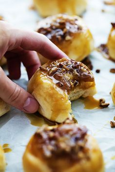 Ooey gooey mini caramel sticky buns made with only 4 ingredients and ready in just 20 minutes! These tasty little breakfast buns are amazing! Ooey gooey mini caramel sticky buns made with only 4 ingredients and ready in just 20 minutes! Breakfast Dessert, Best Breakfast, Breakfast Recipes, Breakfast Time, Breakfast Ideas, Just Desserts, Delicious Desserts, Yummy Food, Sticky Buns