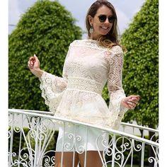 #mulpix 🌸 A sofisticação e a elegância das blusas de renda!!! 🌸 .✔️Por ser versátil, a renda combina com todas as outras peças e mesmo em uma produção casual , a elegância e o charme estão presentes. Calça jeans com blusa de renda é ultra chic, e se você quiser um visual mais sofisticado, use com  salto alto! 😉 . Look by @liamoraesoficial 🌹 .  #blogpattyghiggi  #blog  #pattyghiggi  #moda  #style  #lifestyle  #love  #renda  #instafashion  #blogger  #fashionbloggers  #life  #fashion…