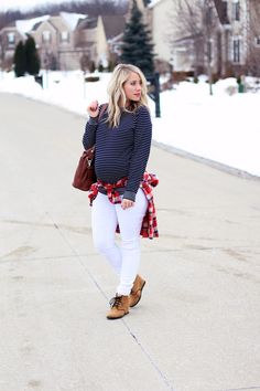 Stripes & Plaid, an outfit for travel VIA Twist Me Pretty {I know she is pregnant but her outfit is really cute and simple}