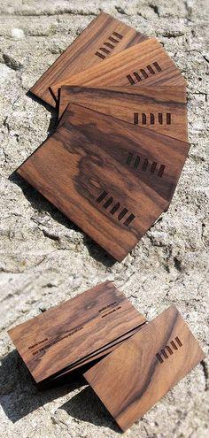 Pero si quieres algo más rústico, puede probar imprimirlas en madera: | 29 Lindas tarjetas de presentación para los que buscan algo fuera de lo común