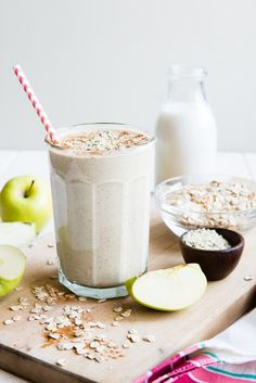 apple oatmeal flax chia seeds hemp breakfast smoothie / I wasn't a huge fan of the consistency. Also not a low calorie smoothie. Oat Smoothie, Oatmeal Smoothies, Breakfast Smoothies, Smoothie Drinks, Healthy Breakfast Recipes, Healthy Smoothies, Healthy Drinks, Diet Breakfast, Apple Breakfast
