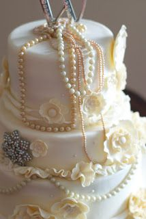 Country Cupboard Cakes: Ivory Vintage Wedding Cake