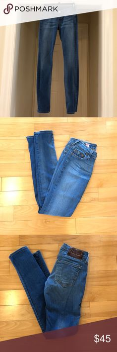 "True Religion jeans. EUC! True Religion jeans. EUC!  Light blue color. Only worn a couple of times. Low rise. 29"" inseam. True Religion Jeans Skinny"
