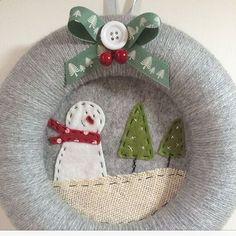 Ghirlanda natalizia. #christmas #wreath #ghirlanda #natale IG : mom_sbunny