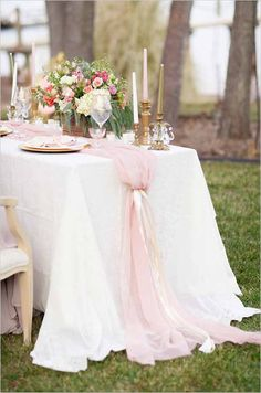 26 Ridiculously Pretty & Seriously Creative Wedding Table Runners You Want