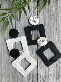 Pieces as unique as YOU! Polymer Clay Projects, Handmade Polymer Clay, Polymer Clay Jewelry, Resin Jewelry, Jewelry Crafts, Jewellery, Diy Xmas Gifts, Diy Clay Earrings, Brick Stitch Earrings