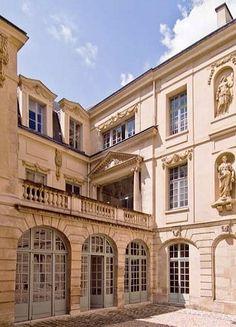 Hôtel Amelot de Bisseuil dit des Ambassadeurs de Hollande - 47, rue Vieille du Temple Paris IVème.