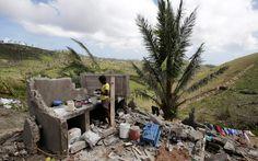 O furacão Mathew matou mais de mil pessoas no Haiti, e deixou milhares de famílias sem teto, alimento, água etc...Todos sabiam que o furacão ia passar por que as autoridades não levou este povo para abrigos seguros afastados do mar.por que o povo não foi avisado do tempo que deveriam ficar dentro de suas casas.Por que o Estado que deveria proteger não protegeu, já que eles não têm carro e nem dinheiro para se locomoverem...são tantos porquê sem resposta..tudo que precisamos é AMA-LOS!