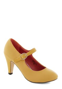 Member of the Board Heel in Yellow. Your commitment to your newly appointed position shows in the professional demeanor you exude in these yellow, Mary Jane heels! Cute Shoes, Me Too Shoes, Pretty Shoes, 60s Shoes, Vintage Inspired Shoes, Vintage Heels, Retro Vintage, Yellow Heels, Bridesmaid Shoes
