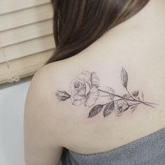 #tattoo#tattoos#tattooing#tattoowork#flowertattoo#rosetattoo#blackwork#linetattoo#tattooart#tattooartist#backtattoo#타투#여자타투#꽃타투#장미타투#타투이스트꽃#tattooistflower  rose flowers