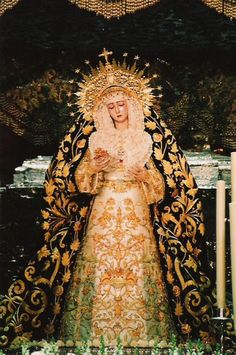 Every human life is worth the same, and worth saving. Rowling, Harry Potter and the Deathly Hallows Blessed Mother Mary, Divine Mother, Religious Icons, Religious Art, Madonna, La Passion Du Christ, Jesus E Maria, Our Lady Of Sorrows, Church Pictures