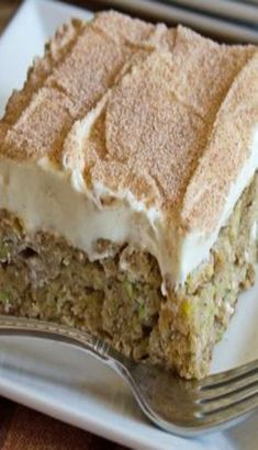 Cinnamon zucchini and banana cake with cream cheese frosting - Banana Recipes 13 Desserts, Brownie Desserts, Delicious Desserts, Baking Desserts, Health Desserts, Cake Baking, Banana Recipes, Cake Recipes, Dessert Recipes