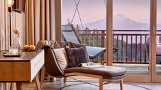 Wellnesshotel Südtirol bei Meran: 5 Sterne Hotel Chalet Mirabell Paradise Pools, Tolle Hotels, Beautiful Hotels, Cool Pools, Hotel Spa, Porch Swing, Outdoor Furniture, Outdoor Decor, Relax