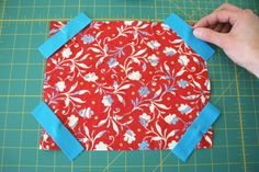 Make an iPad cover Easy Sewing Projects, Sewing Projects For Beginners, Sewing Hacks, Sewing Tutorials, Bag Patterns To Sew, Sewing Patterns Free, Diy Arts And Crafts, Diy Crafts To Sell, Capas Kindle