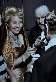 Eva Peron, wife of the president of Argentina Juan Perón and a powerful political influence, was born on this day in Below is a photo taken in July 1947 of Evita at a reception in Paris Sigmund Freud, President Of Argentina, All About Eve, Clint Eastwood, Special People, Queen Of Hearts, Perfect Woman, Women In History, Popular Culture
