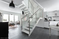 167,5 m² Pättiniemenkatu 3 A, 33270 Tampere Omakotitalo 6h myynnissä - Oikotie 15605711 Stairs, Home Decor, Stairway, Decoration Home, Room Decor, Staircases, Home Interior Design, Ladders, Home Decoration