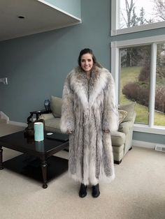 ~~ Fur in excellent condition, Lining New! ~~ High Quality, massive and heavy coat ~~. Brown Fur Coat, Long Fur Coat, Lynx, Coyote Fur Coat, Cosy Outfit, Fox Hat, Chinchilla Fur, Furano, Mink Fur