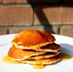 The mix of spices like cinnamon & ginger combined with pumpkin sweetness makes this quick pumpkin pancakes recipe the perfect fall breakfast. Delicious Breakfast Recipes, Vegetarian Recipes Easy, Yummy Food, Cheap Recipes, Healthy Meals, Healthy Recipes, Fall Breakfast, Perfect Breakfast, Breakfast Ideas