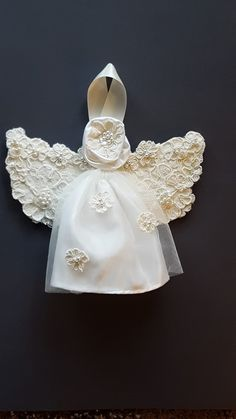 Transform your wedding gown into bridal gifts & keepsakes. Create gifts for the new bride, dresses for your granddaughter, and items to display in your home. Wedding Dress Quilt, Wedding Dress Crafts, Bridal Shower Gifts, Bridal Gifts, Wedding Purse, Wedding Gowns, Christmas Deco, Christmas Crafts, Angel Gowns