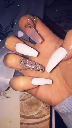 There are three kinds of fake nails which all come from the family of plastics. Acrylic nails are a liquid and powder mix. They are mixed in front of you and then they are brushed onto your nails and shaped. These nails are air dried. Aycrlic Nails, Glam Nails, Dope Nails, Hair And Nails, Best Acrylic Nails, Acrylic Nail Designs, Gorgeous Nails, Pretty Nails, Acryl Nails