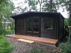 """""""Summerhouse was demolished by tree. I replaced with dunster house & turned into office for writing scripts, meetings etc. for my media production company"""" -Nick Sherard room ideas uk Backyard Office, Backyard Studio, Backyard Sheds, Garden Office, Black Shed, Black House, Small Buildings, Garden Buildings, Exterior Colonial"""