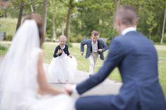 Wedding photography ideas bride and groom kids 56 new Ideas Wedding Group Photos, Wedding Picture Poses, Wedding Dresses Photos, Foto Wedding, Wedding Shoot, Wedding Pictures, Dream Wedding, Cute Wedding Ideas, Wedding With Kids