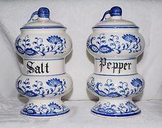 Vintage-Blue-Onion-Salt-Pepper-Shakers-Made-in-Japan