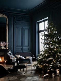 〚 Evening chic in the new Midnight Blue collection by Zara Home 〛 ◾ Photos ◾Ideas◾ Design Home Interior, Interior And Exterior, Interior Decorating, Interior Design, Holiday Decorating, Dark Walls, Blue Walls, Home Decoracion, Style Deco