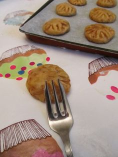 I-Lost in Austen: Pork Floss Cookie Chinese New Year Desserts, Pork Floss, No Bake Cookies, Good Food, Lost, Baking, Tableware, Recipes, Dinnerware