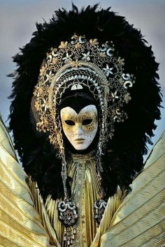 Carnival -- It looks like some sort of god figure.Venice Carnival -- It looks like some sort of god figure. Venice Carnival Costumes, Venetian Carnival Masks, Mardi Gras Carnival, Carnival Of Venice, Venetian Masquerade, Masquerade Party, Masquerade Masks, Venetian Costumes, Venice Carnivale