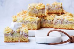 Feijoa and Apple Shortcake Slice - Apple & feijoa crumble slice, grain/gluten free, refined sugar free, can be made dairy free too - Fejoa Recipes, Lunch Box Recipes, Almond Recipes, Fruit Recipes, Apple Recipes, Sweet Recipes, Baking Recipes, Whole Food Recipes, Guava Recipes
