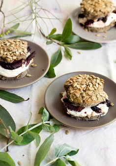 buckwheat shortcakes with créme fraîche and mulberries Cantaloupe Recipes, Radish Recipes, Mini Desserts, Healthy Desserts, Dessert Recipes, Frangipane Recipes, Mulberry Recipes, Kitchens, Essen