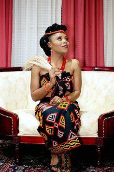 African Fashion – Designer Fashion Tips Traditional Wedding Attire, African Traditional Wedding, Traditional Dresses, African Wedding Attire, African Attire, African Dress, African Men Fashion, Africa Fashion, African Beauty