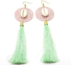 Tassel earrings ,seashell earrings ,bohemian earrings ,ibiza oorbellen , tassel jewerly , bohemian earrings door HipLikeMe op Etsy https://www.etsy.com/nl/listing/238091918/tassel-earrings-seashell-earrings