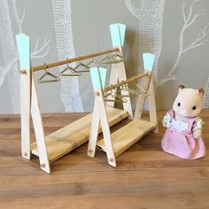 Make Amazing Projects With Step By Step Plans Miniature Crafts, Miniature Dolls, Miniature Furniture, Dollhouse Furniture, Craft Stick Crafts, Kids Crafts, Diy Barbie Furniture, Doll House Plans, Barbie Doll House
