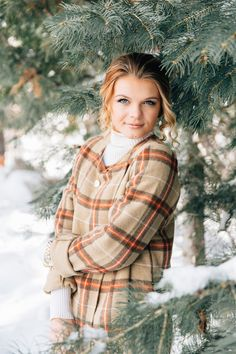 abby | woodsy winter senior session in utah — stephanie sunderland. Cute senior outfit ideas. Makeup and hair for senior photos. Winter senior photo outfits. Senior photographer. Natural senior photos. Senior posing.