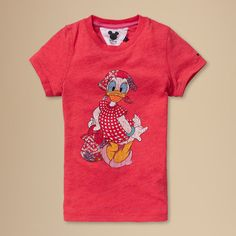 Who doesn't love Daisy? Adorable vintage tee with large Daisy Duck print across the front. Team it with shorts or skirts and she'll stand out in style. Two snap buttons on the left shoulder ensure easy dressing. Tommy Hilfiger logo flag embroidered on the left sleeve.This style runs true to size.