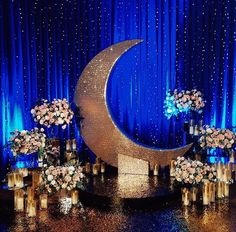 40 Romantische Sternenklare Nacht Hochzeit Ideen the moon and the stars wedding celebration room wit Galaxy Wedding, Moon Wedding, Celestial Wedding, Star Wedding, Wedding Stage, Trendy Wedding, Prom Themes, Wedding Themes, Wedding Decorations