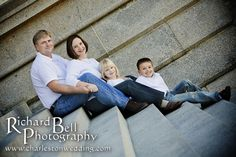 Outdoor Family Photography Poses | outdoor family portraits