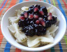 Paste Cu Dulceata De Mure / Pasta With Blackberry Jam https://vegansavor.wordpress.com/2015/07/10/pasta-with-coconut-cinnamon-blackberry-jam-and-pomegranate/ #Topoloveni #blackberry #jam #pasta #pomegranate #cinnamon #coconut #vegan #sweets